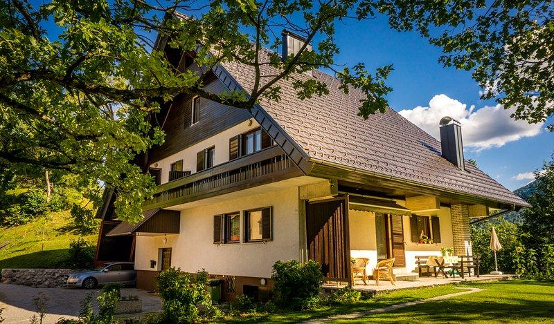 Casa - lado norte con la entrada principal