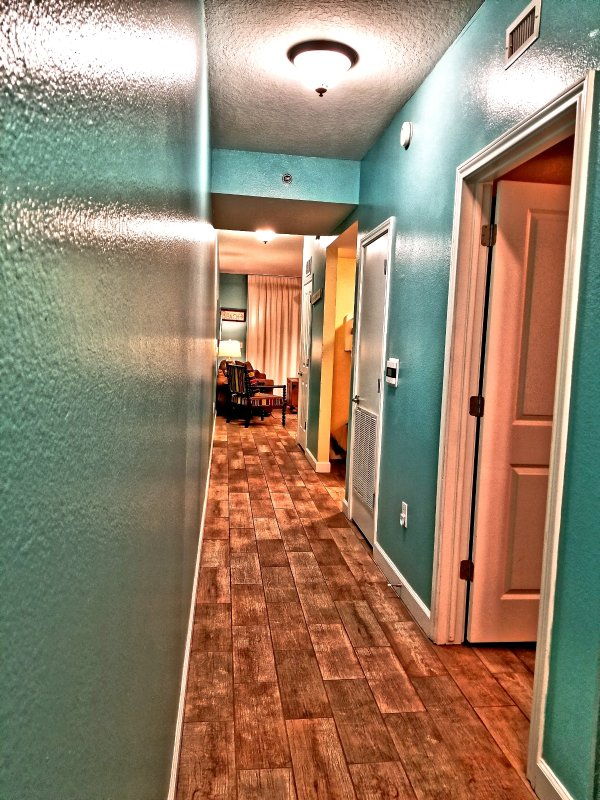 Entry way! New tile throughout the room