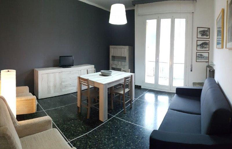 Noli luminosissimo appartamento centro storico, vacation rental in Torre del Mare