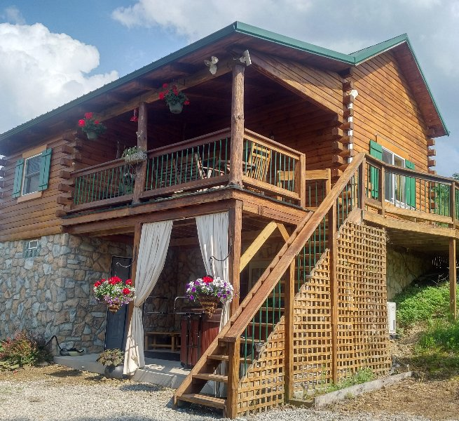 Cabin on the Hill Hocking Hills Secluded Private Cabin 3 miles from Laurelville, casa vacanza a Kingston