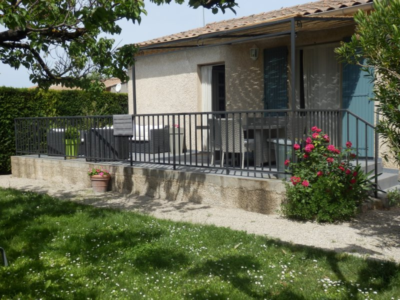 Villa 3 chambres entre Alpilles et Luberon, vacation rental in Molleges