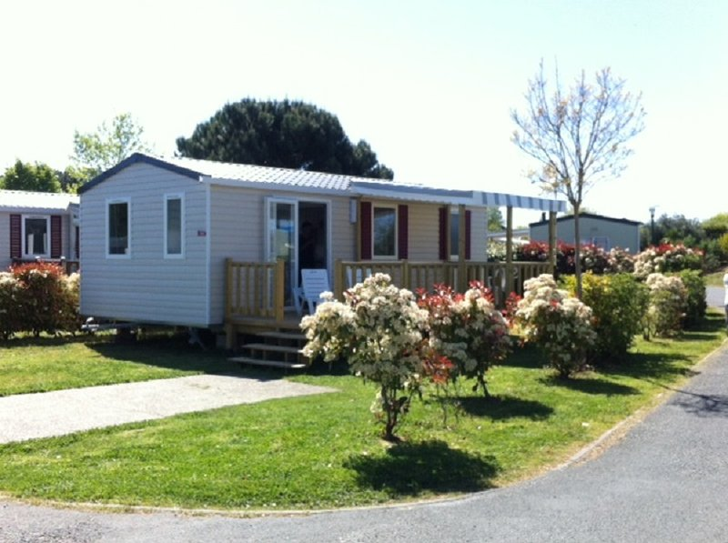 Mobil Home tout confort camping la reserve 2 chambres, vacation rental in Gastes