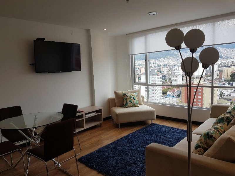 NEW 2 BDR APARTMENT , LIGHT, VIEW GREAT LOCATION :), vacation rental in Quito