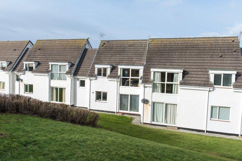 Isallt Lodges Modern Beachside apartment walking distance Trearddur Bay village, location de vacances à Trearddur Bay