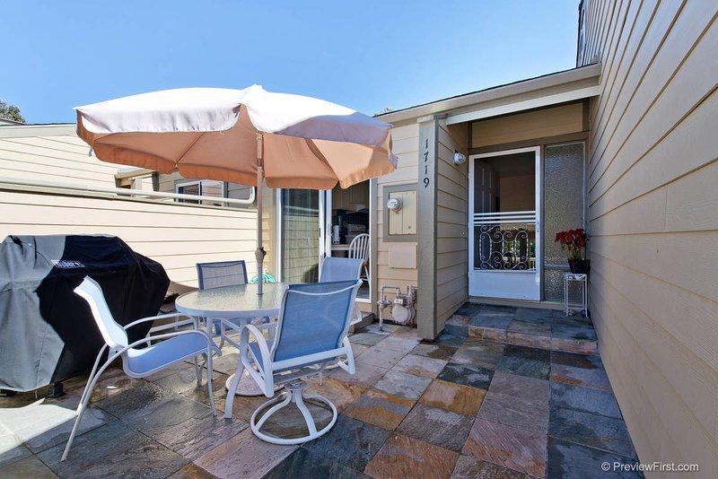 Beach living in Seabluffe!, holiday rental in Encinitas