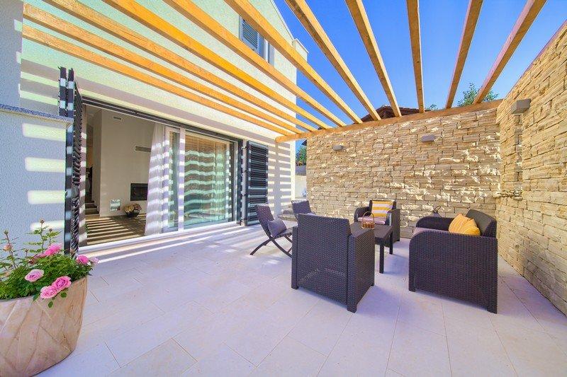 Remarkable Villa Patrizia with Pool & Mini gym, casa vacanza a Risika