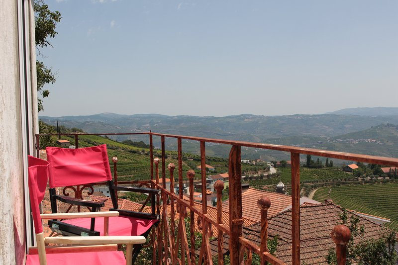 Spacious house with mountain view, Ferienwohnung in Sedielos