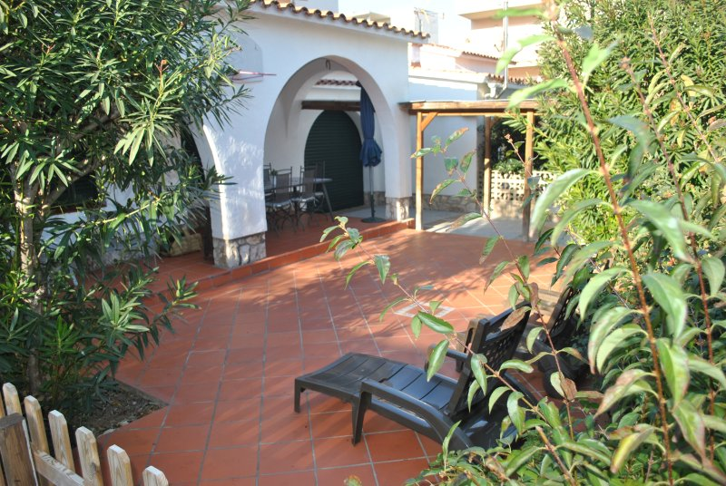 La Casa del Bosc, playa y golf SALOU (hasta 8 per) - Excelencia Tripadvisor 2019, vacation rental in Salou