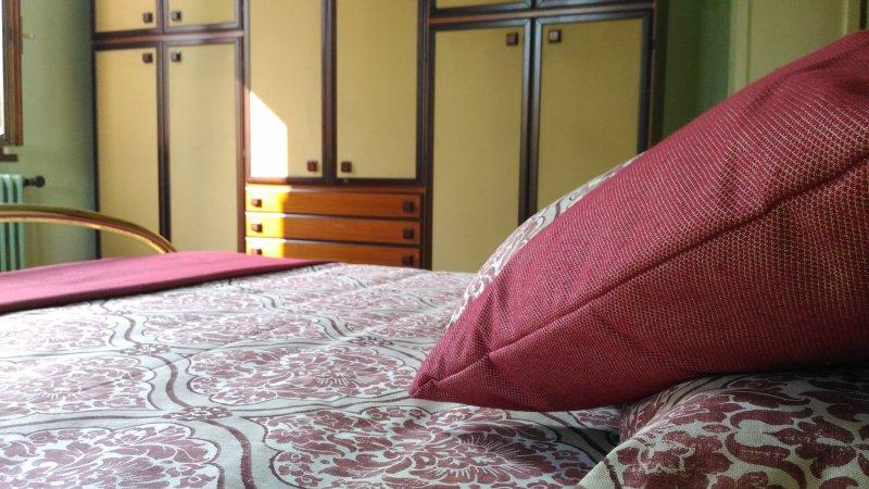 CASA MARÌ - Camera B (Letto matrimoniale), vakantiewoning in Castiglione Delle Stiviere