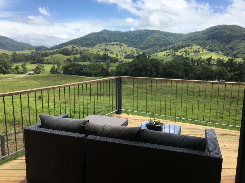 The River Orchard 'Retreat With Panoramic Mountain Views', vacation rental in Murwillumbah