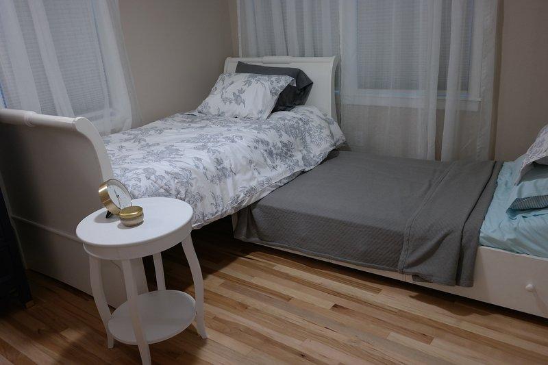 cama doble con conjunto nido para dos