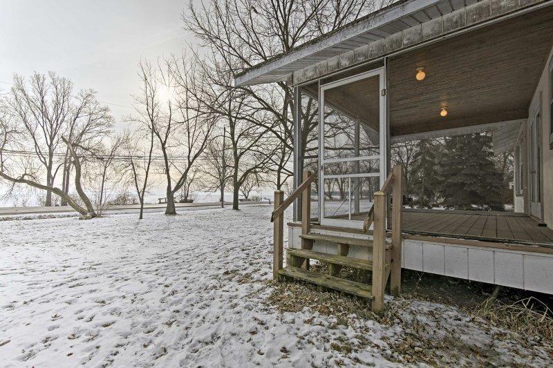 Comience cada mañana con una taza de café en el porche, como el sol se levanta sobre el lago Winnebago.