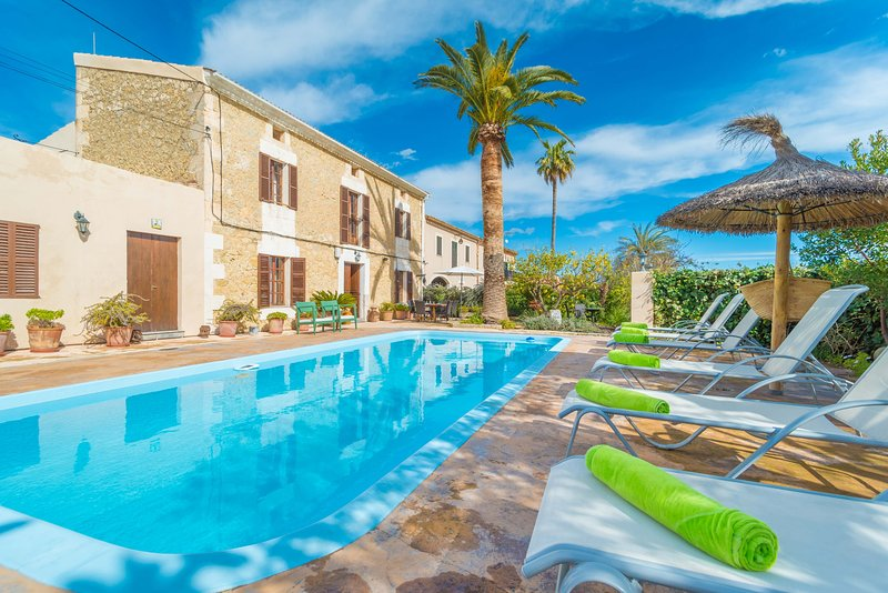 CAN SALVADOR - Villa for 6 people in Moscari, casa vacanza a Caimari