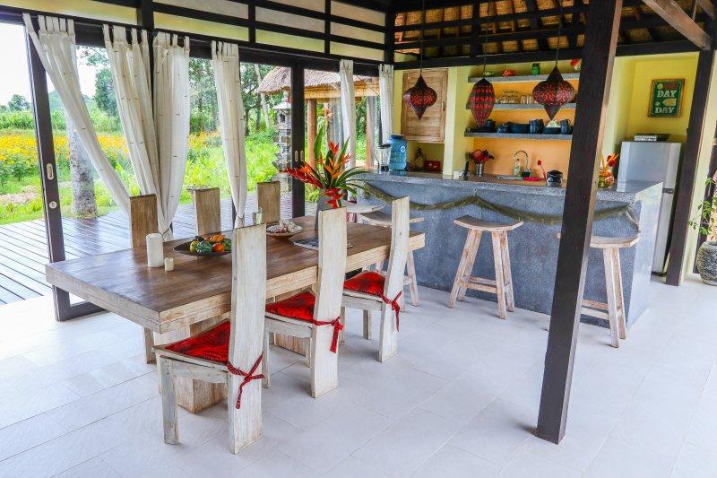 salle à manger avec Kitchenbar