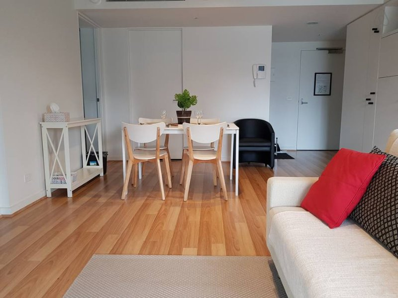 2BR Southbank Apartment - CBD Views - WIFI - Pool, holiday rental in Melbourne