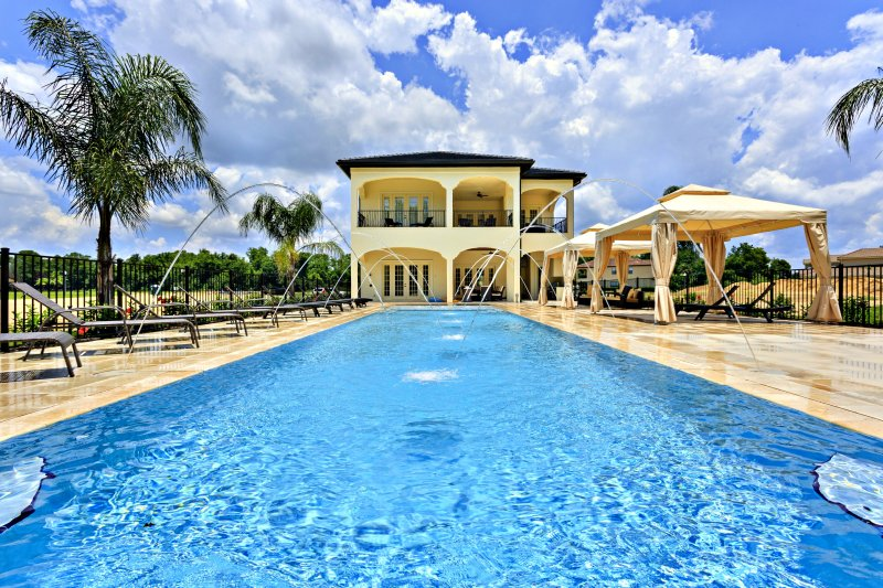 Stunning 9 bedroom Heavenly villa at Reunion Resort, location de vacances à Reunion