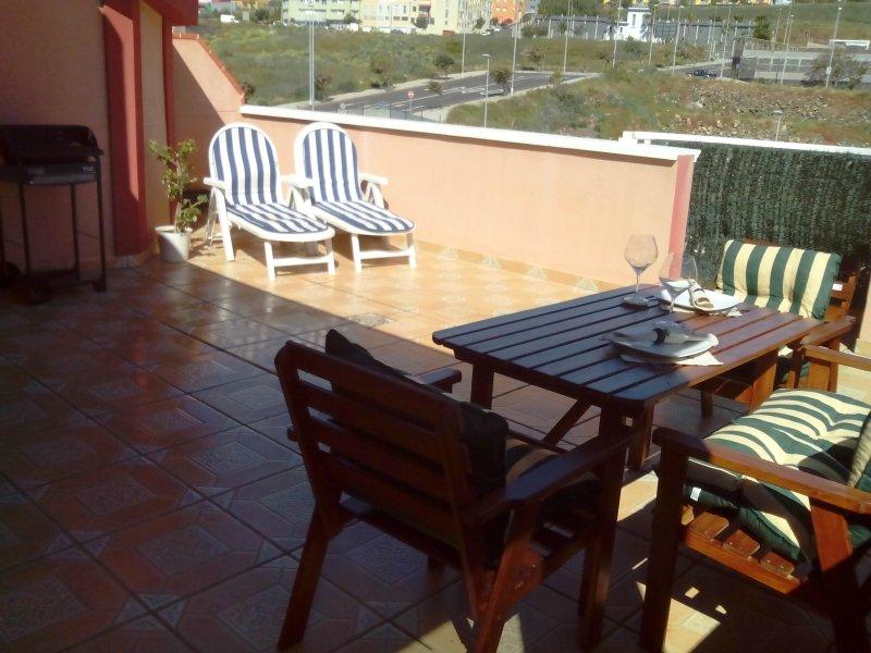 GOLD APARTMENT full 2 bedroom apartment, big private terrace, free WIFI, Netflix, aluguéis de temporada em Santa Cruz de Tenerife