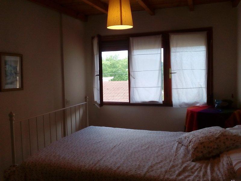 Bedroom 3 (1 double, 2nd floor).