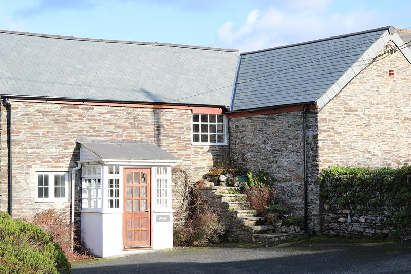 Hobby's at Trenale Court Holiday Cottages, vacation rental in Tintagel