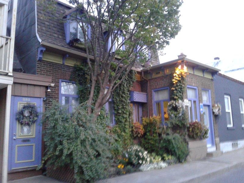 Casa molto fiorito ..