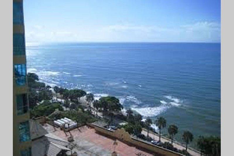 APARTAMENTOS EN SANTO DOMINGO VISTA AL MAR 401, holiday rental in San Cristobal