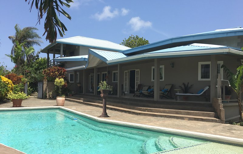 BEACHFRONT VILLA (POOL & BEACH ACCESS) with WIFI - Casa Cassini Tobago – semesterbostad i Scarborough