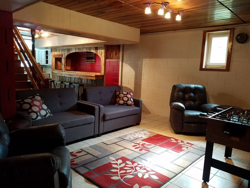 Recreation Room with 55' TV, Bar, and Games