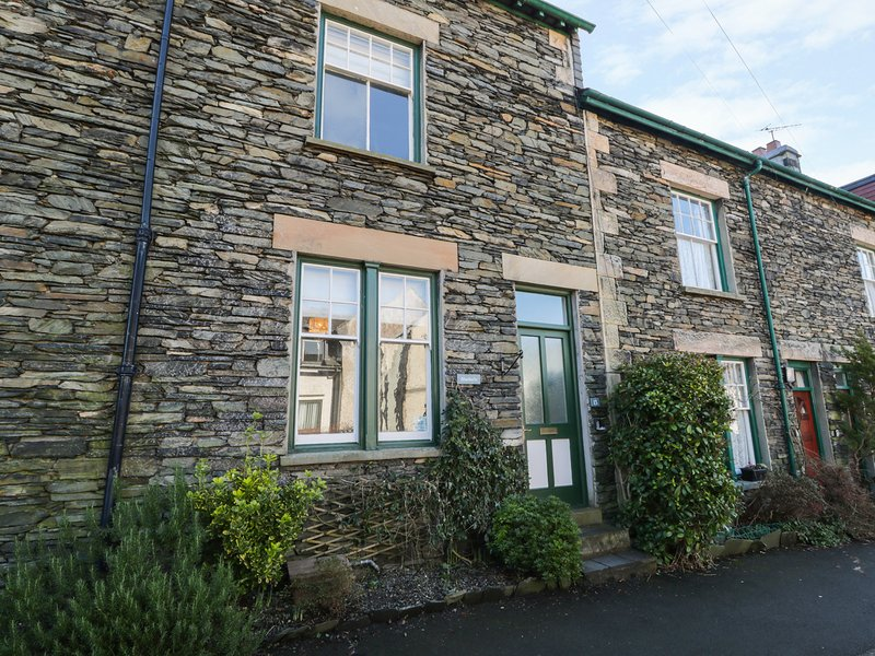 BLUEBELLS, en-suite, WiFi, great touring location near Windermere, Ref. 913813, holiday rental in Windermere