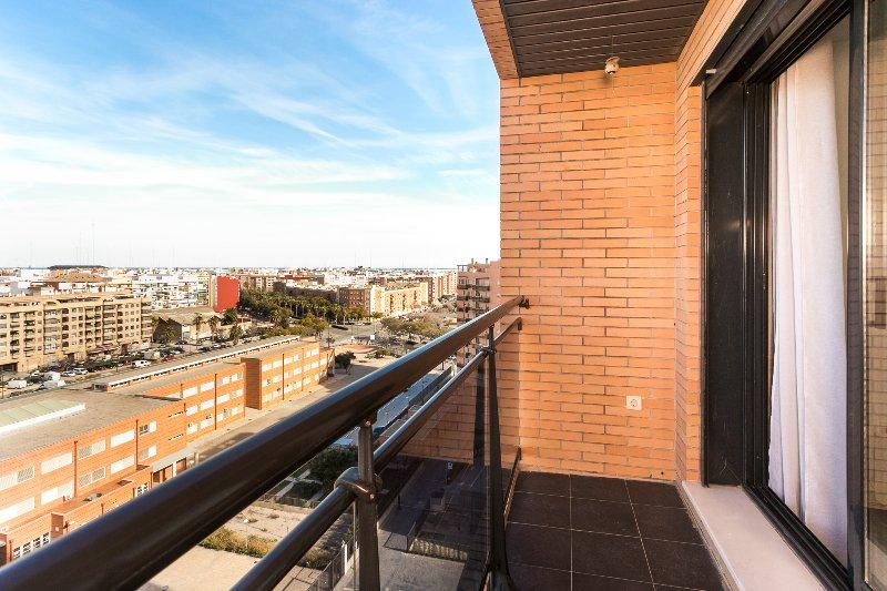 Vues du balcon sur l'Avenida de Baleares. Balcon sur l'Avenida de Baleares.