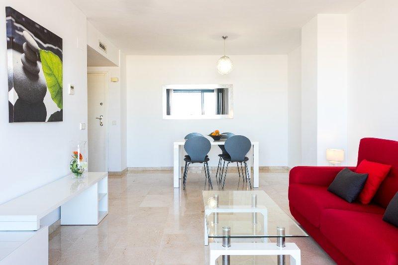 Moderna et acogedora sala de estar avec TV-HD. Salon moderne et confortable avec télévision HD.