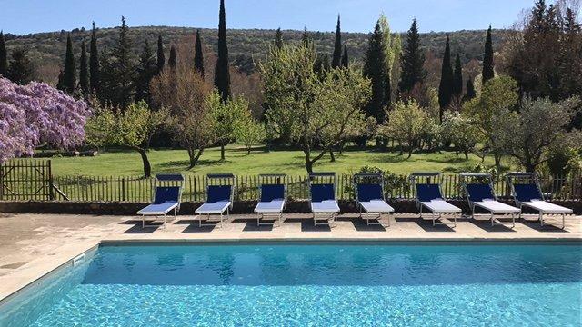 Gîte rural Superciel, dans 24 hectares avec piscine chauffée - 2 personnes, location de vacances à Valaurie
