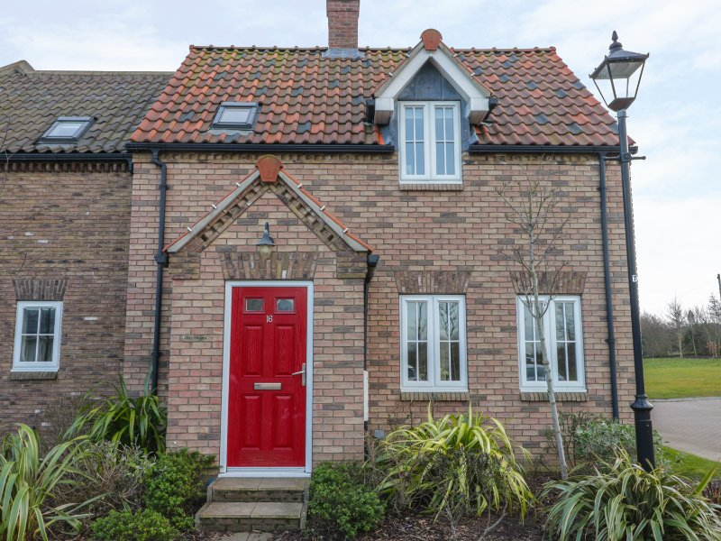 BAY DREAM, pet-friendly cottage, family friendly, swimming pool on site, close, vacation rental in Filey