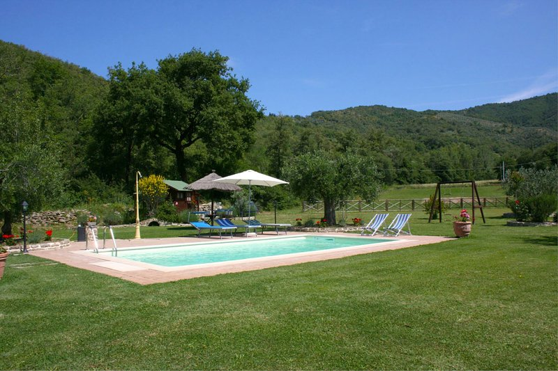 Polvano Villa Sleeps 4 with Pool and Air Con - 5490524, vacation rental in Pieve di Chio