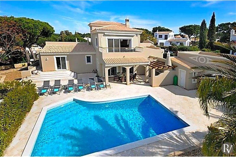 Quinta do Lago Villa Sleeps 8 with Pool Air Con and WiFi - 5433153, holiday rental in Vale do Garrao