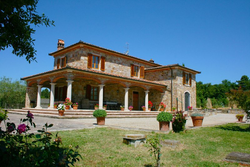 Molino del Calcione Villa Sleeps 8 with Pool - 5490336, vacation rental in Rigomagno