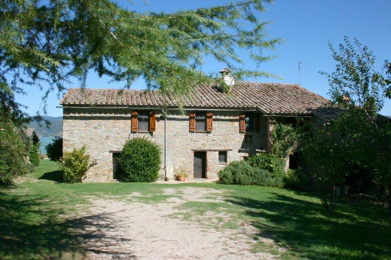MONTE DEL LAGO, vacation rental in Torricella di Magione