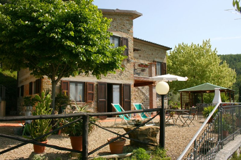 Casa Rossi Villa Sleeps 4 with Pool - 5490594, holiday rental in Bagnena
