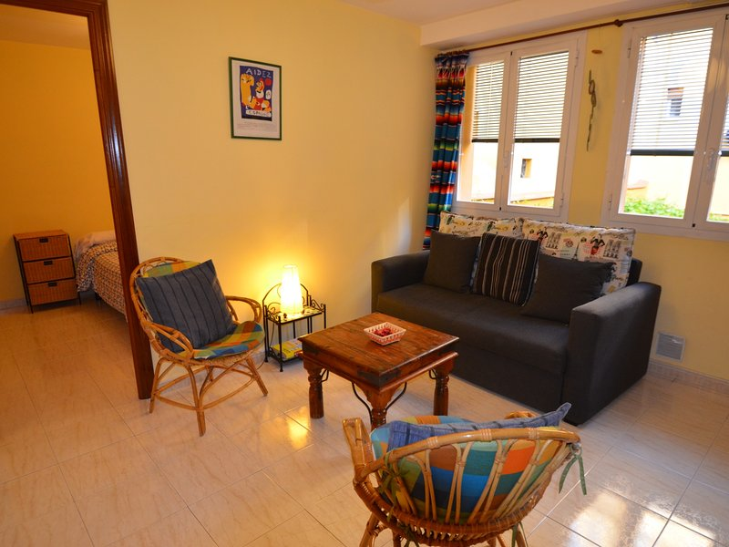 Apartment recently refurbished close to Downtown Madrid, vacation rental in Madrid