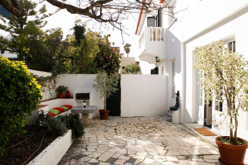 Cushy Apartment with garden in Estoril, holiday rental in Joao do Estoril