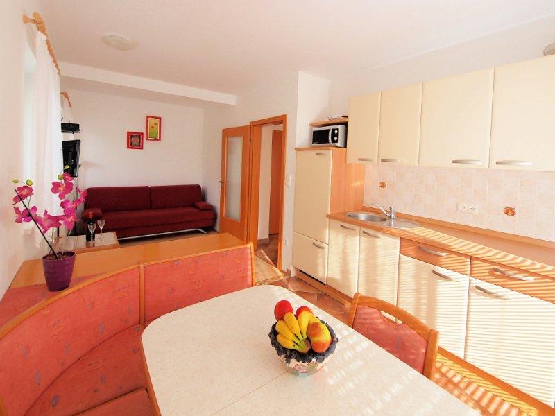 Küche mit Wohnzimmer