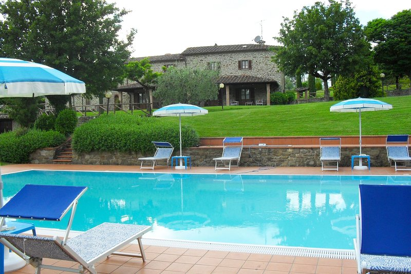 Calbenzano Villa Sleeps 10 with Pool and Air Con - 5490516, vacation rental in Talla