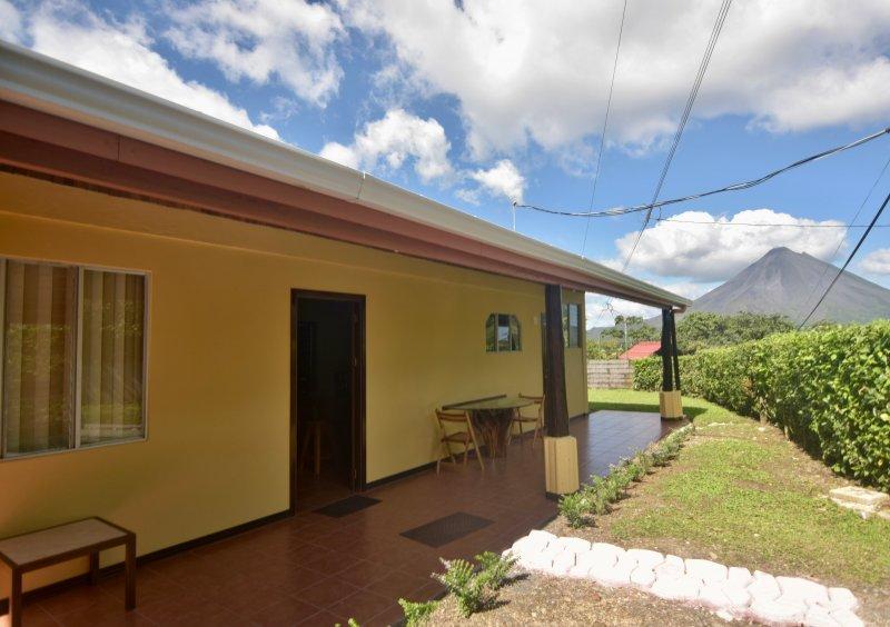 Casa Amarilla. Tico style home with volcano view..!, holiday rental in El Castillo