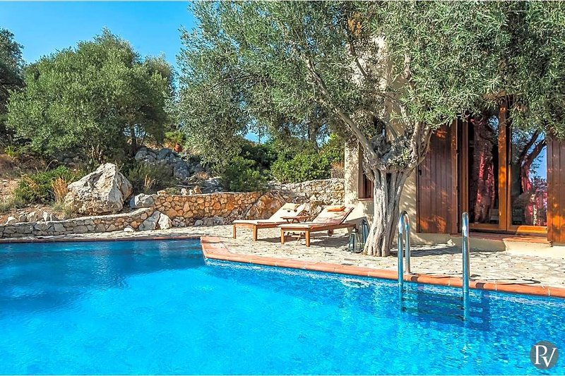 Megali Ammos Villa Sleeps 2 with Pool and Air Con - 5576443, vacation rental in Alonnisos