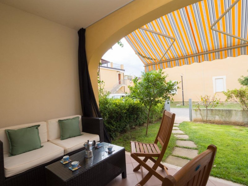 One bedroom apartment Pizzo Beach Club, 140g Modern apartment with garden area, vakantiewoning in Acconia
