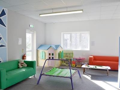 aire de jeux pour enfants dans la salle de jeux