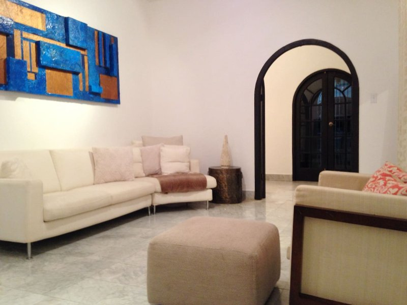 W/ ELECTRICITY! Spacious Old World Charm 6bd, holiday rental in Utuado