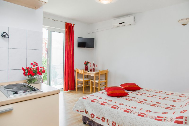 Family- friendly apartment EMMA 2, location de vacances à Orebic