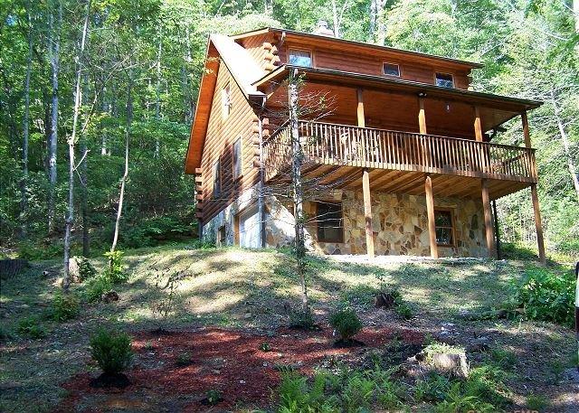 Skip's Bearly Rustic Cabin_Sleeps 6_Pet Friendly_Vogel State