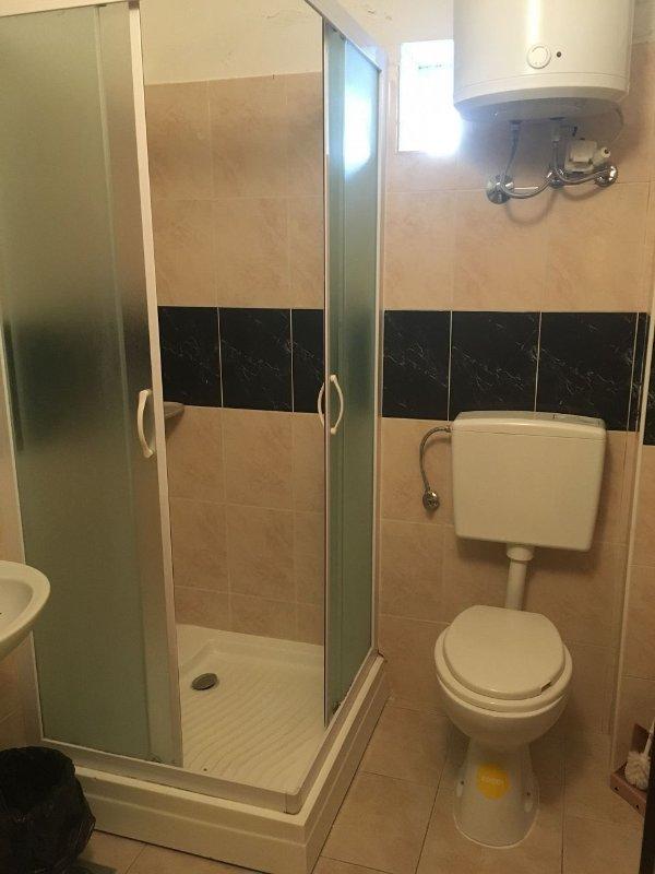 SA-Miro 24 (2): baño con inodoro.