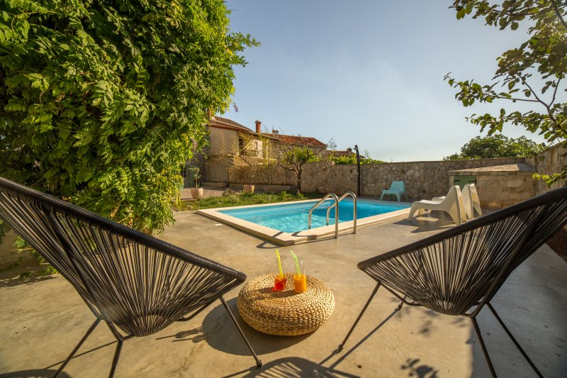 Beautiful villa with swimming-pool, holiday rental in Bibici